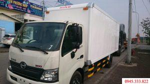 Bán xe tải 5 tấn hino XZU730L thùng bảo ôn, màu trắng