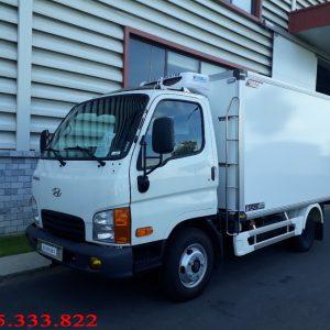 Xe tải Hyundai n250 được lắp ráp bởi Hyundai Thành Công. Sau khi xe đóng thùng đông lạnh tải trọng xe còn 2 tấn