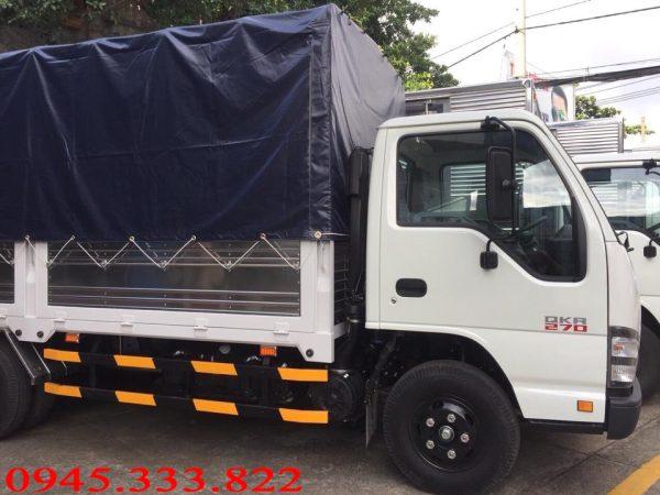 Xe tải isuzu thùng mui bạt được bảo hành 3 năm hoặc 100.000 km tùy điều kiện nào tới trước