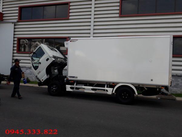 xe tải đông lạnh được Quyền Auto đóng thùng đông lạnh âm 18 độ. Đạt tiêu chuẩn chất lượng quốc tế.