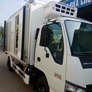 Xe tải isuzu QKR77H thùng đông lạnh tải trọng 1.9 tấn đạt tiêu chuẩn Euro4.