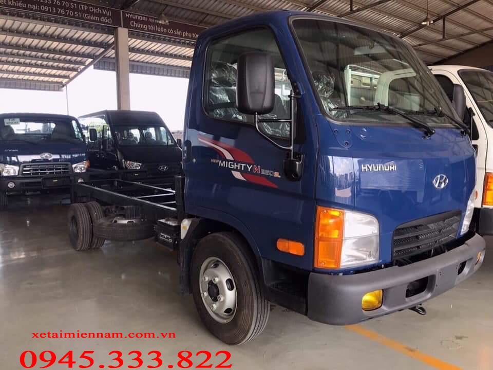 Hyundai N250 chassi dài ra đời đáp ứng nhu cầu chuyên chở của khách hàng. Xe thùng dài hơn dẫn đến khối lương xe lớn hơn, thích hợp cho các sản phẩm có kích thước lớn, tải trọng nhẹ.